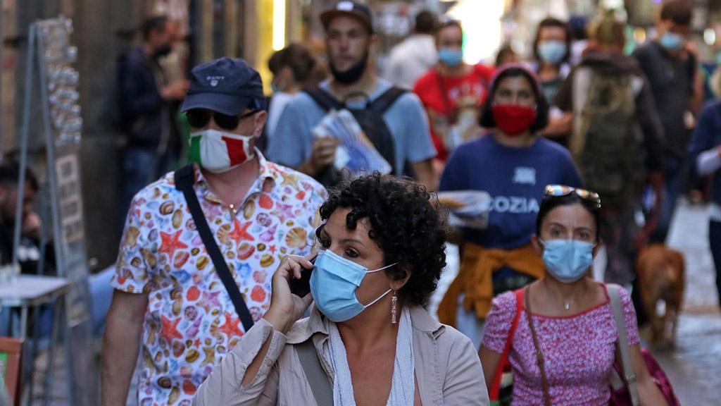 olaszországban kötelező az utcai maszkviselet