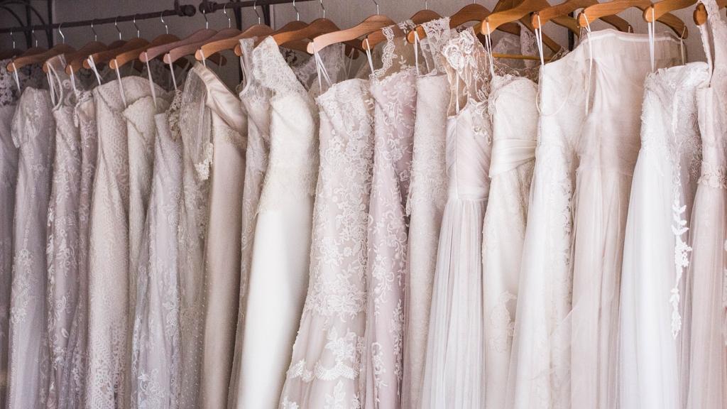 Kiakadt a neten rendelt esküvői ruhára
