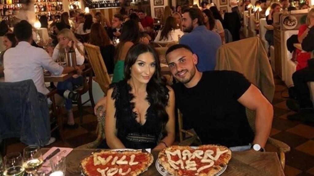 Pizzán kérte meg barátnője kezét
