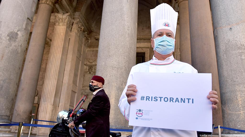 Az olasz vendéglősök Rómában tiltakoztak a korlátozások miatt