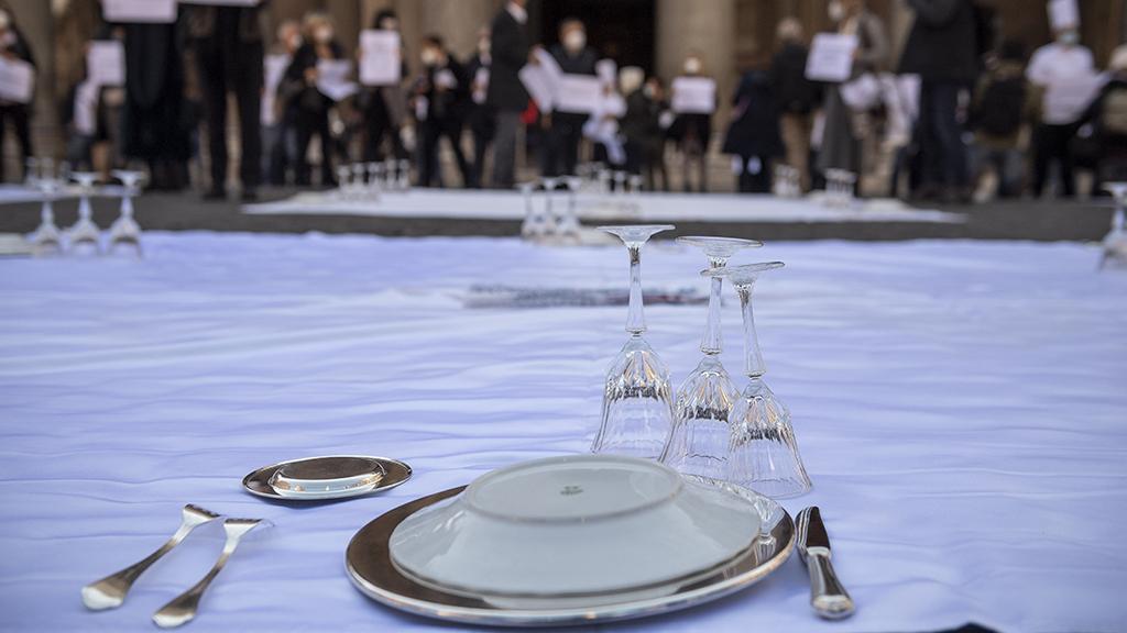A járványügyi intézkedések ellen demonstráltak Rómában