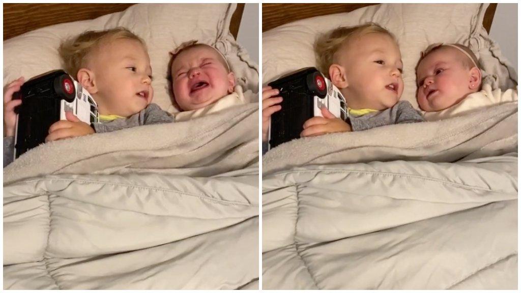 Testvére nyugtatta meg a siró kisbabát