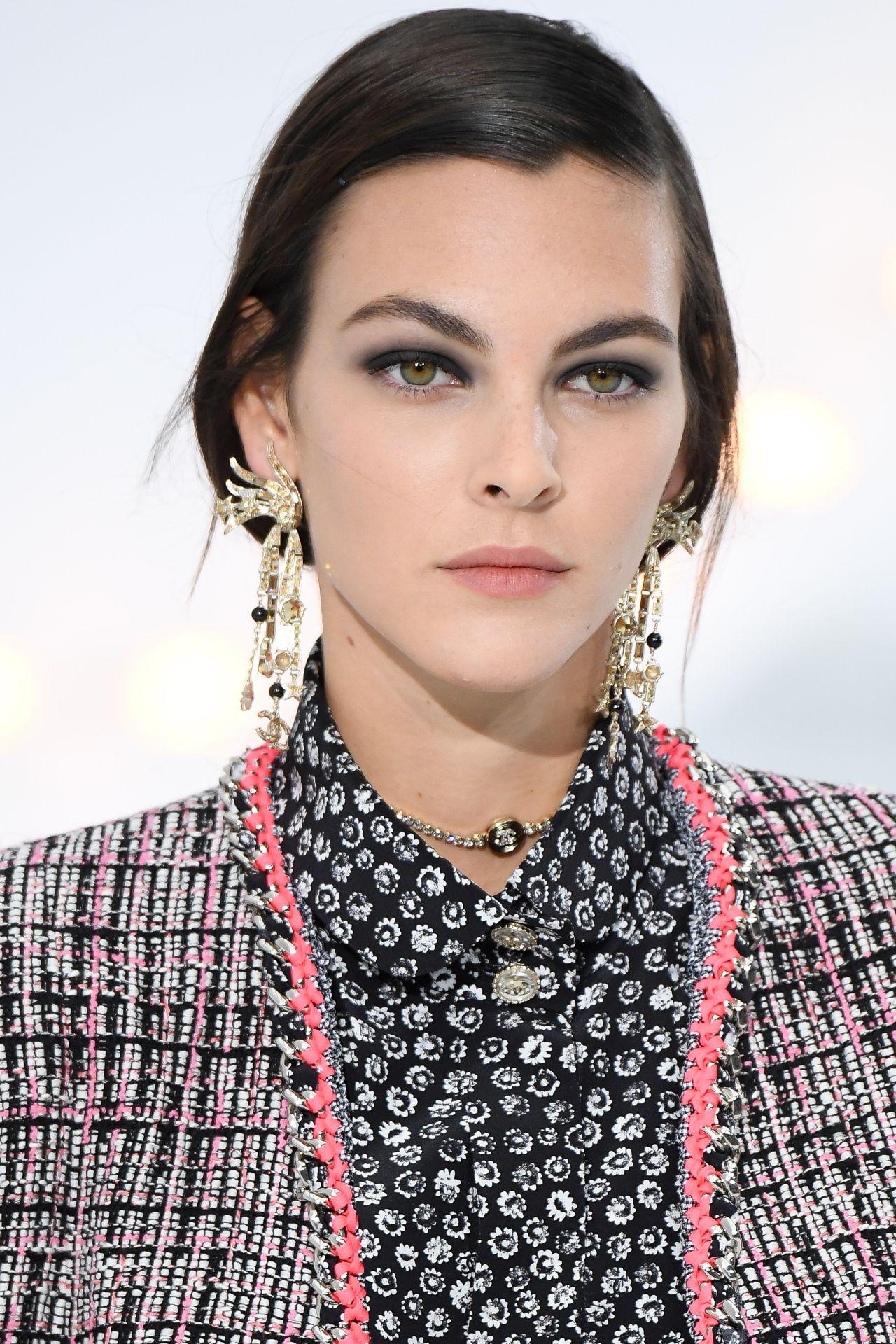 szemöldök trend Chanel
