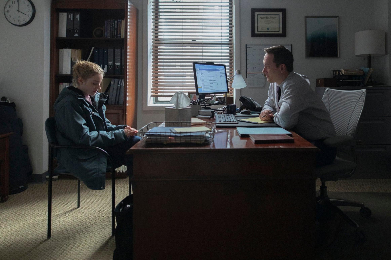 A HR-igazgató irodájában Az asszisztens című filmben (fotó: HBO)