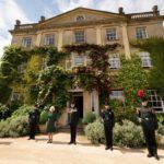 Kamilla hercegnő a Highgrove-ház udvarán