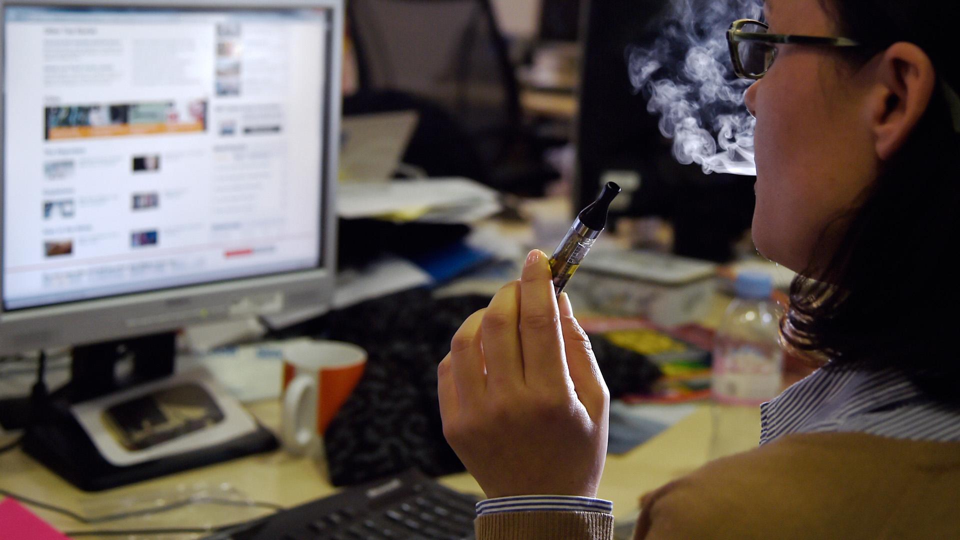 Leszokás: az e-cigi ugyanolyan, mint az igazi