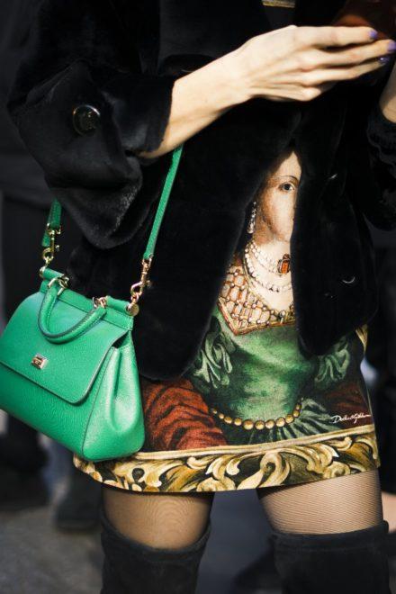 A zöld táska feldobja a szettet