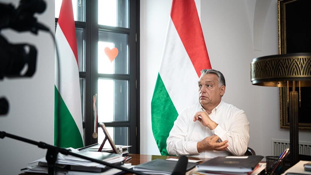 Orbán Viktor a bejelentés előtt (Orbán Viktor FB-oldala)
