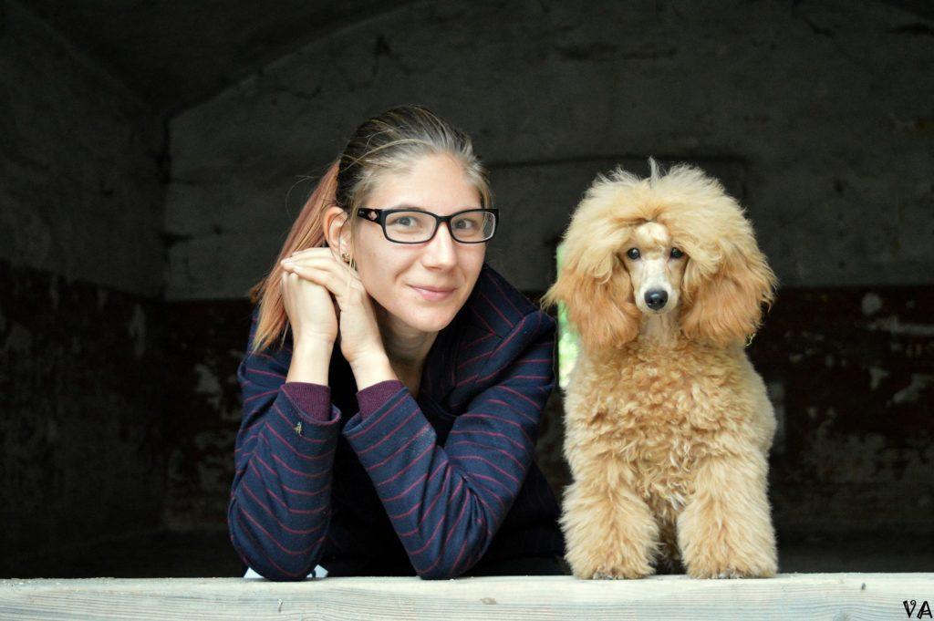Íme, az ország első pánikrohamjelző kutyája
