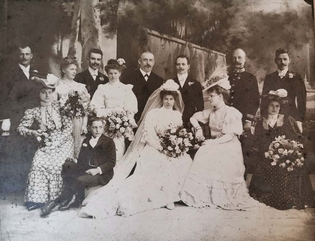 Soproni fényképész műtermi felvétele, 1900-as évek eleje