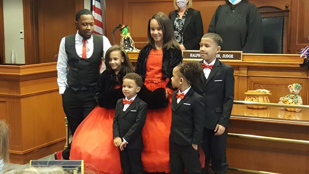 Robert Carter öt gyereket fogadott örökbe