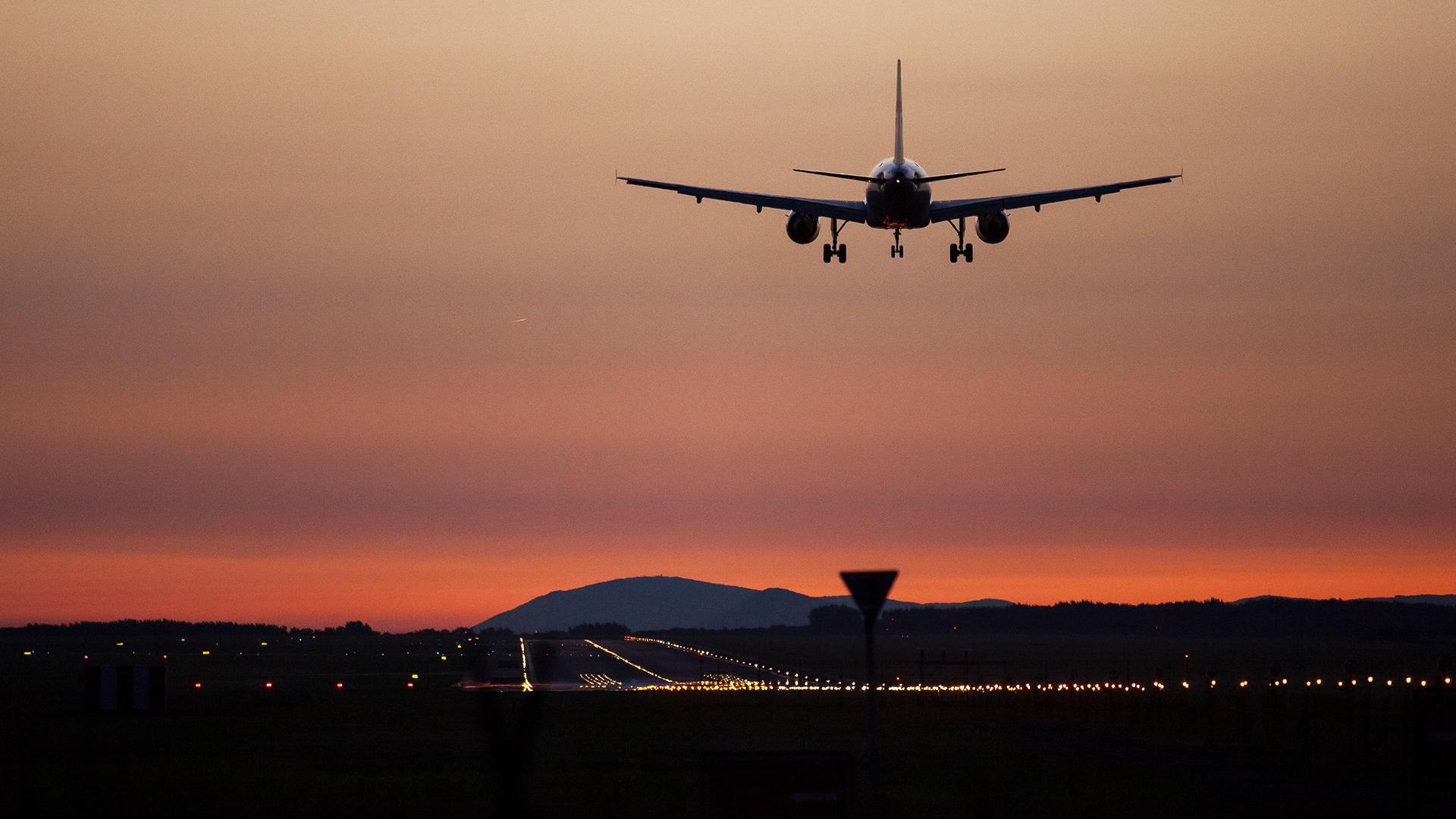 Megszívhatják a reptérről való hazajutással a kijárási tilalom miatt