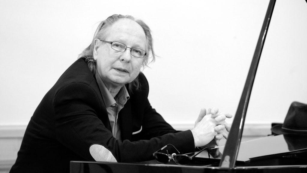 Friss hírek: 69 éves korában elhunyt Balázs Fecó, zenész, énekes.