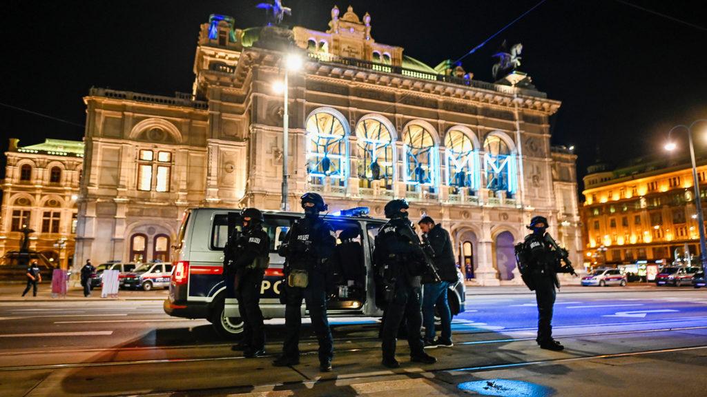 Képek a bécsi terrortámadásról