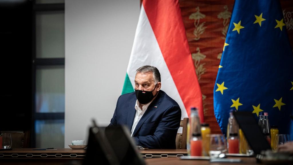 Orbán Viktor videókonferencia közben visel maszkot (MTI/Miniszterelnöki Sajtóiroda/Benko Vivien Cher)