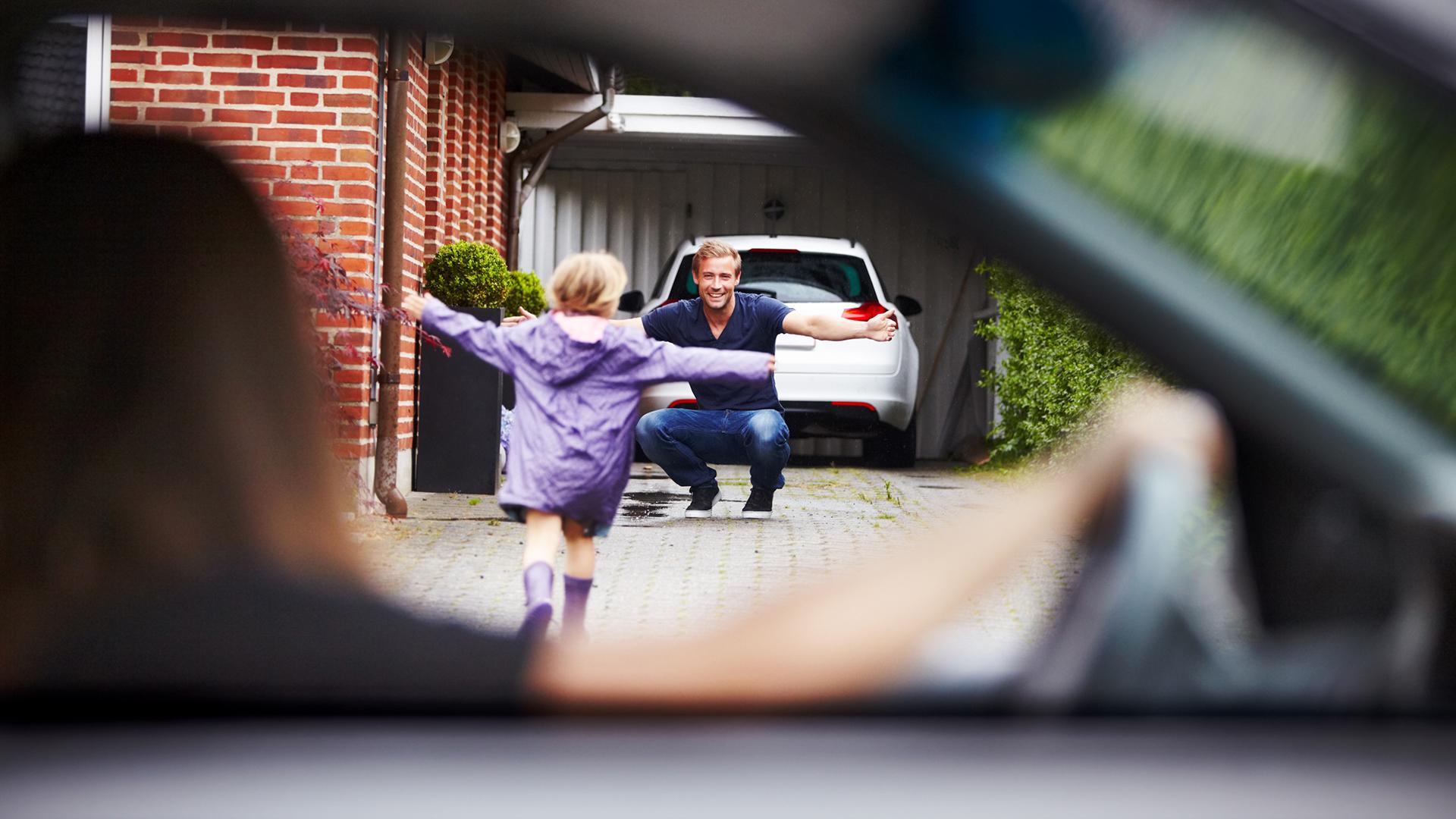 Az elvált szülőkre nem gondoltak a kijárási tilalom meghatározásánál