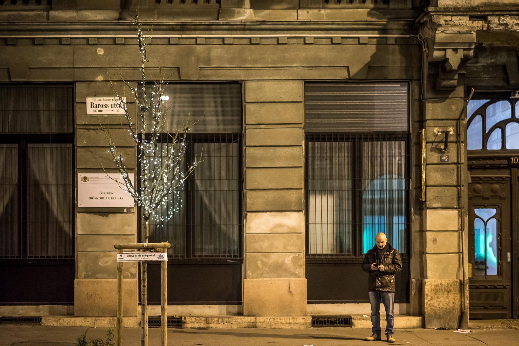 Tetőfokára hág a karácsonyi hangulat a Baross utcában. Fotó: Neményi Márton