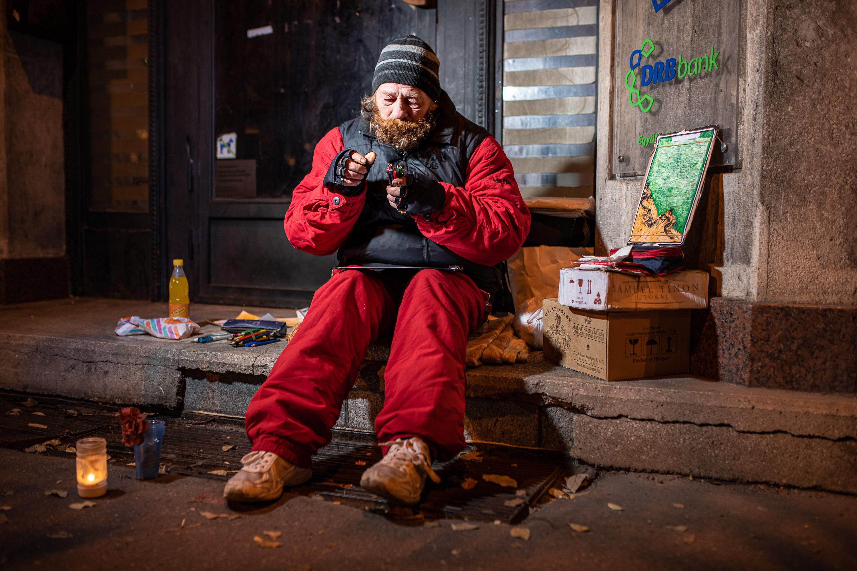 Hajléktalan ember portréja Budapesten