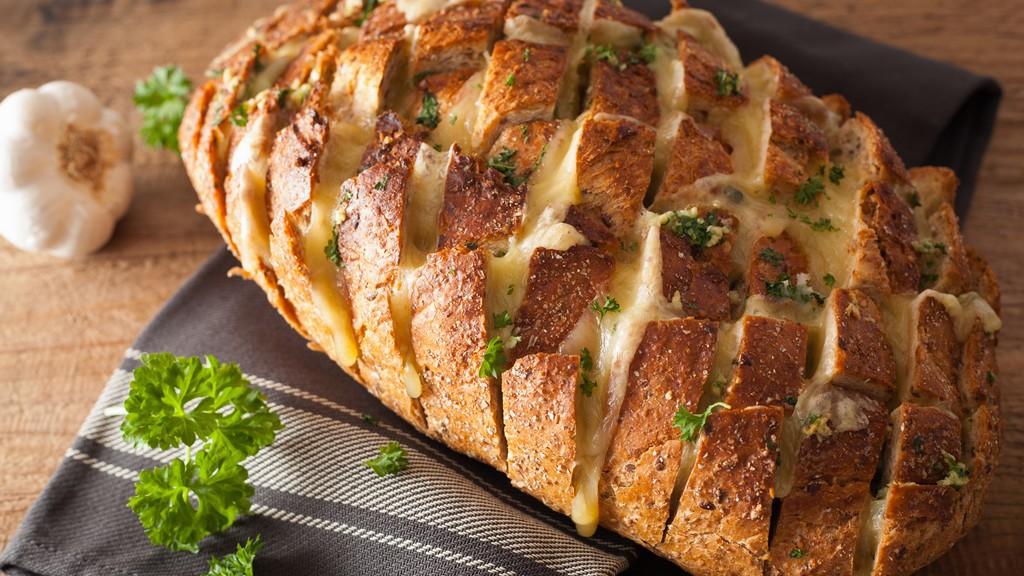 Magyaros töltött kenyér