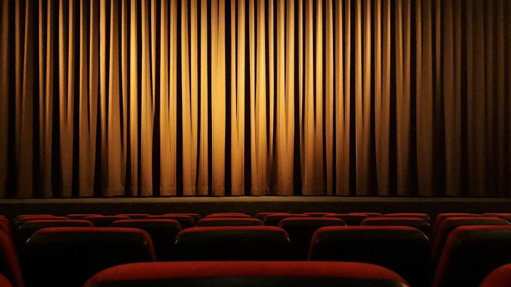Már be is zárt az első budapesti színház