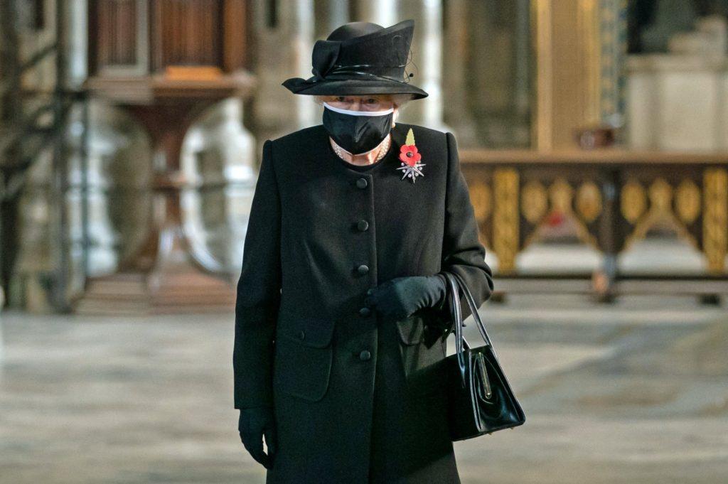 II. Erzsébet brit királynő a az ismeretlen katona temetésének 100. évfordulóján a Westminster apátságban 2020. november 4-én (Fotó: Aaron Chown / various sources / AFP)