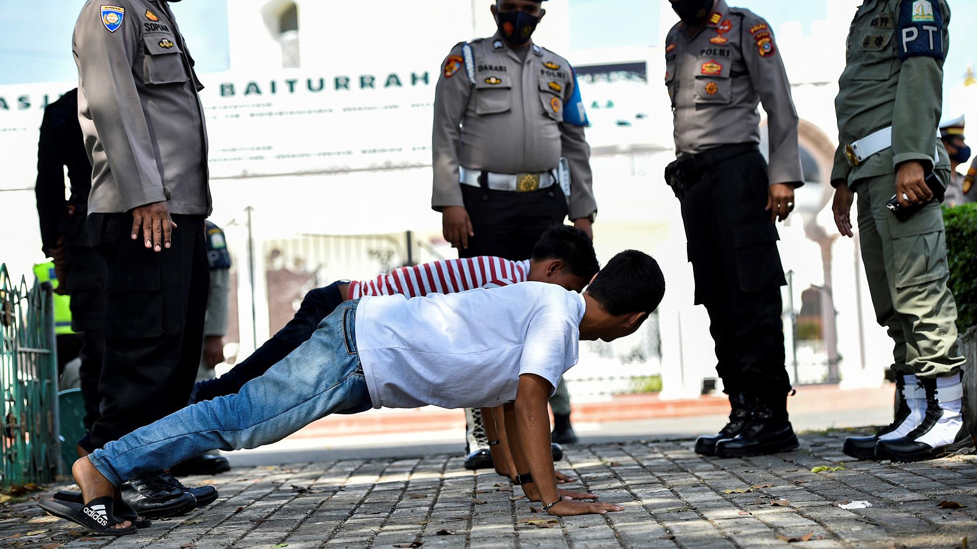 Indonézia, fekvőtámasz