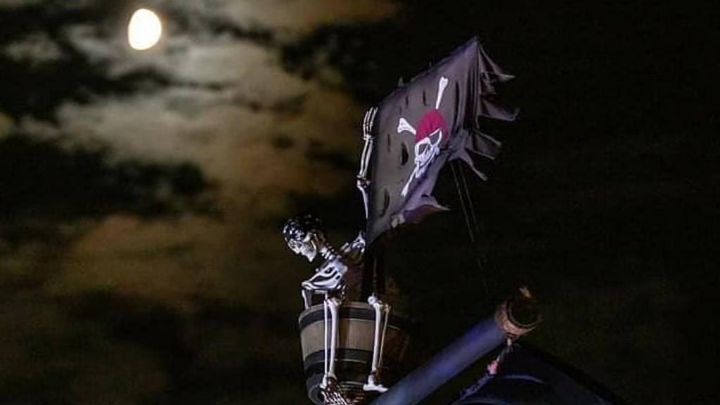 Hatalmas kalózhajó halloweenre