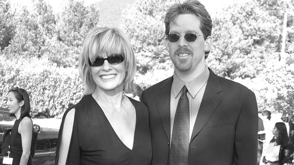 Linda Gray és a fia, Jeff 2001-ben az American Comedy Awards díjtadóján (Fotó: J. P. Aussenard/WireImage)