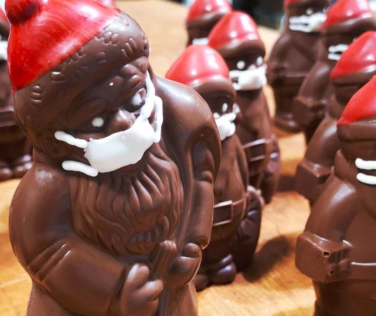 maszkos csokimikulás