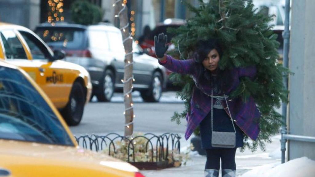 Egyedülálló nő karácsonyfával