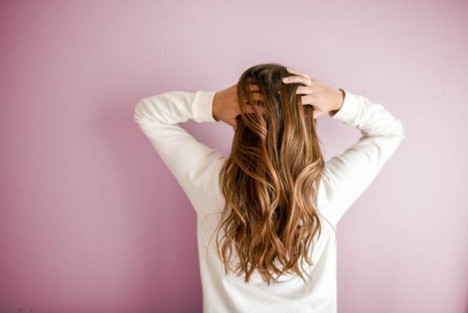 Hosszú haj tépett végekkel