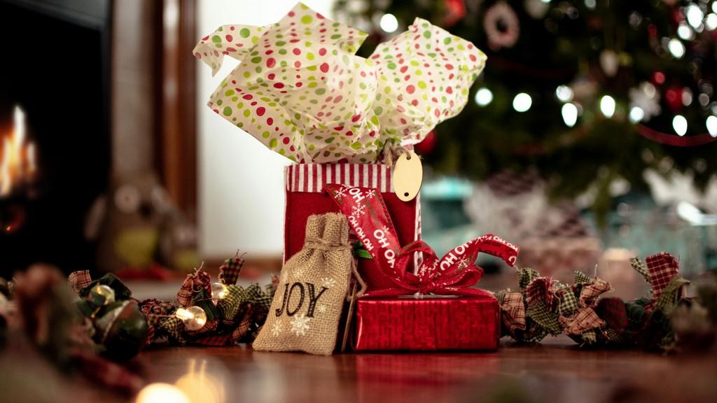 Látványos, otthon is elkészíthető karácsonyi csomagolások