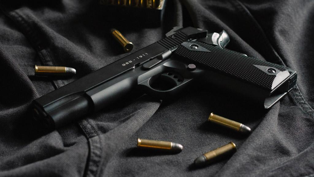 pisztoly és golyók