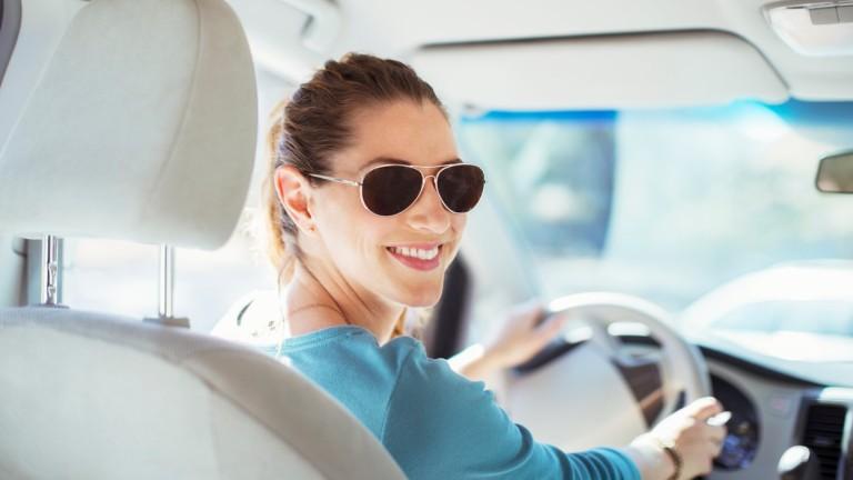 Vezess spórolosan, mert akkor kevesebbet szennyezőanyagot bocsát ki az autód. (fotó: profimedia.hu)