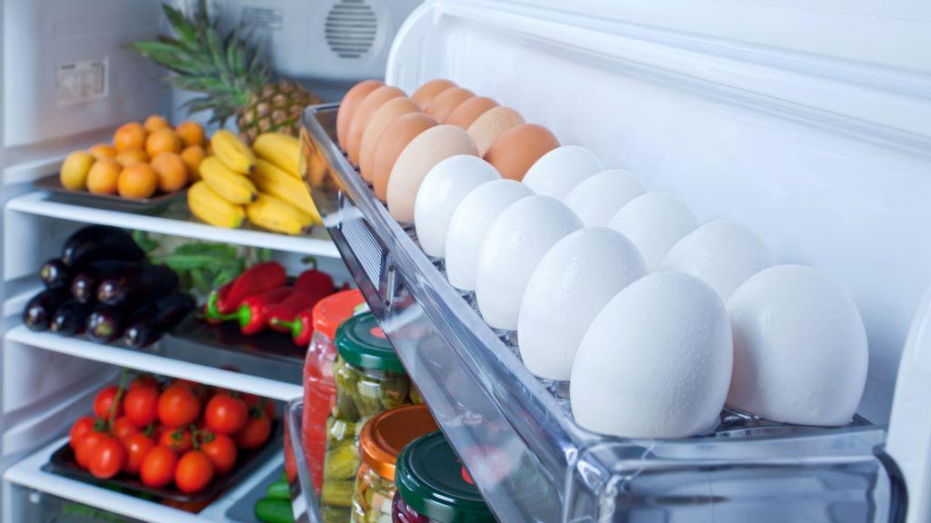 tojás a hűtőben