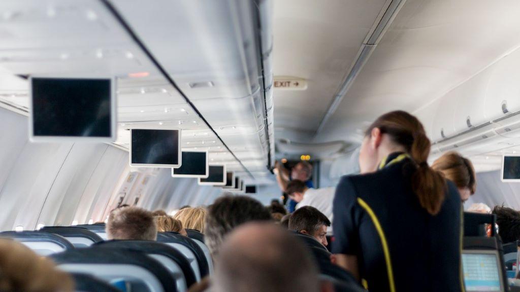 repülőgép légi utaskísérő,