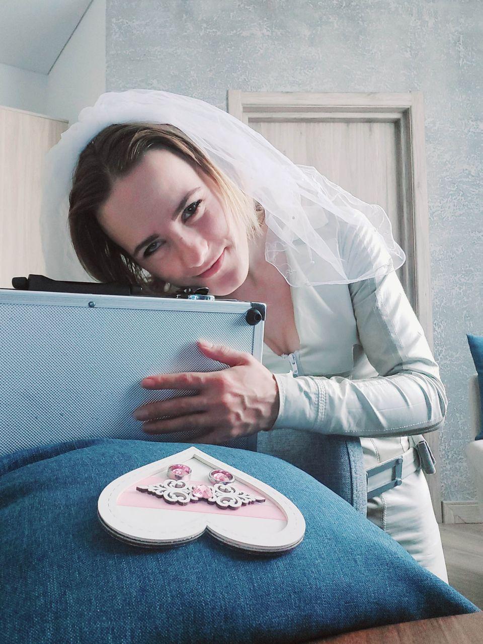 Aktatáska, házasság