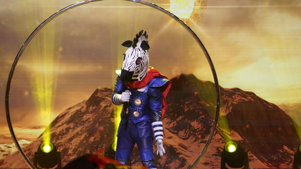 Az Álarcos énekes Zebra maszkja lelepleződött