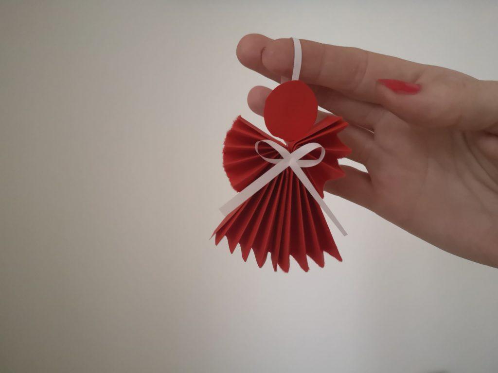 Angyal dekoráció papírból - utolsó lépés (fotó: nlc)