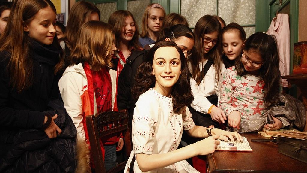 Anne Frankról tampont neveztek el Japánban
