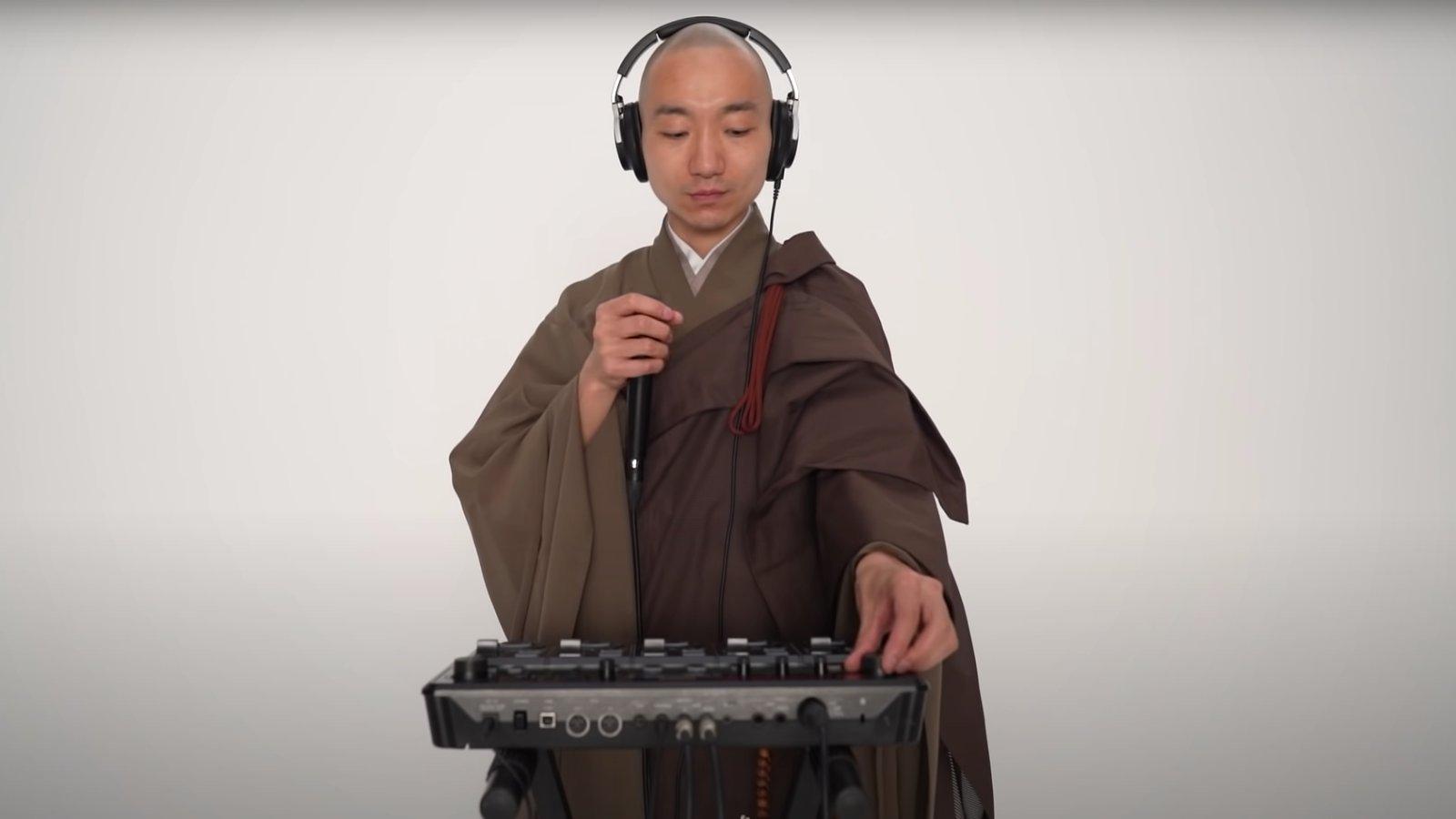 Yogetsu Akasaka előadás közben