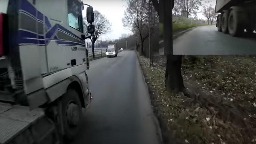 Életveszélyesen előzte a bringást a kamion