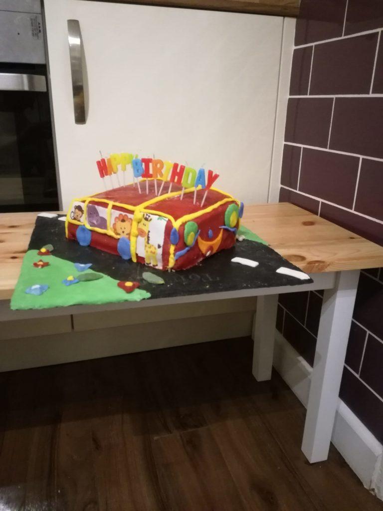 emeletes busz torta