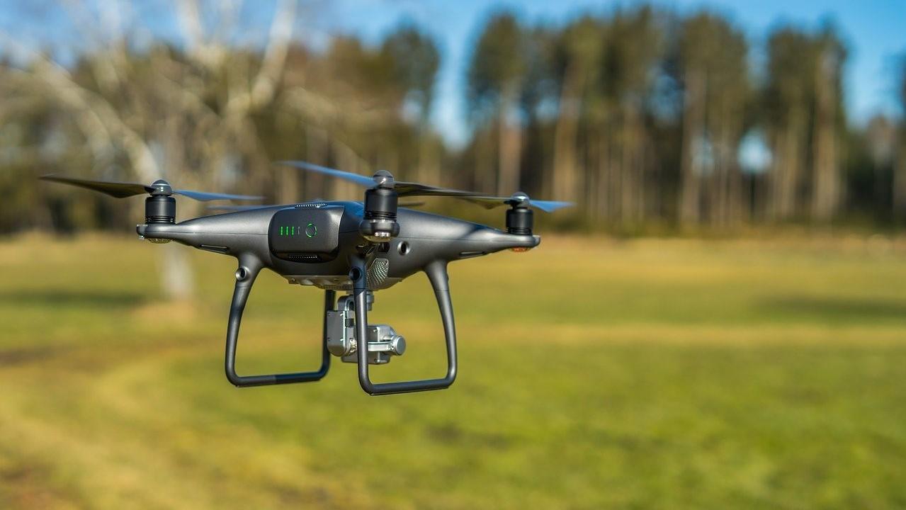 Drón a levegőben