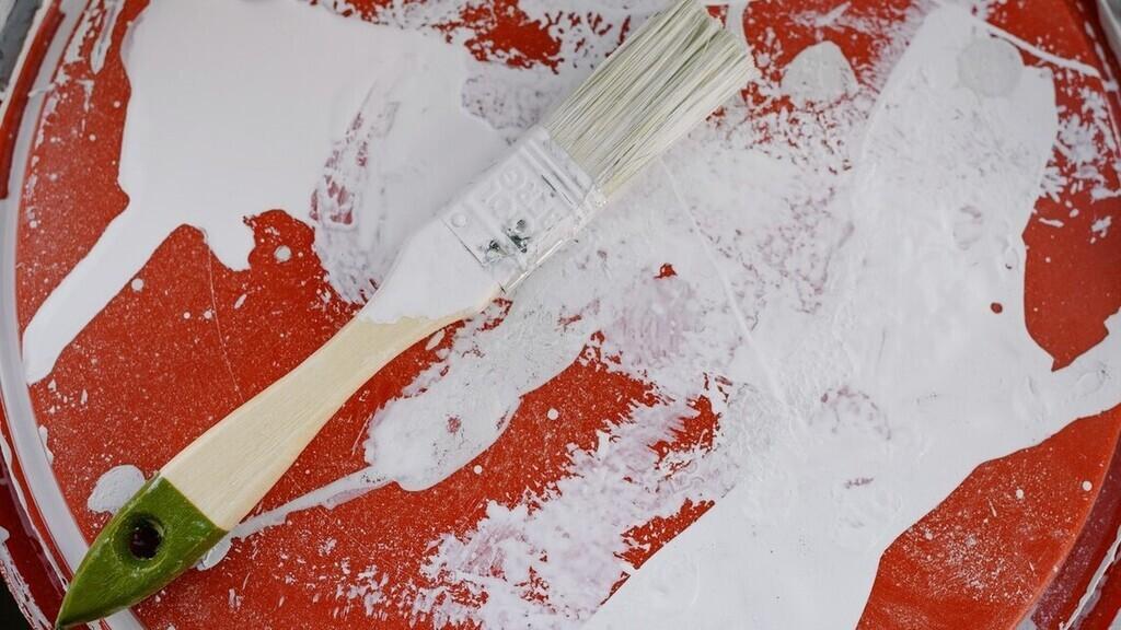 Mike megvárta, míg egyedül lesz és nekiállt festeni (Illusztráció: Pexels.com)
