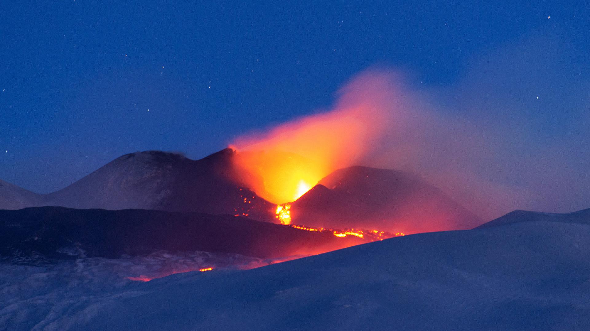 Mozgolódik az Etna vulkán, Szicíliában földrengés is volt