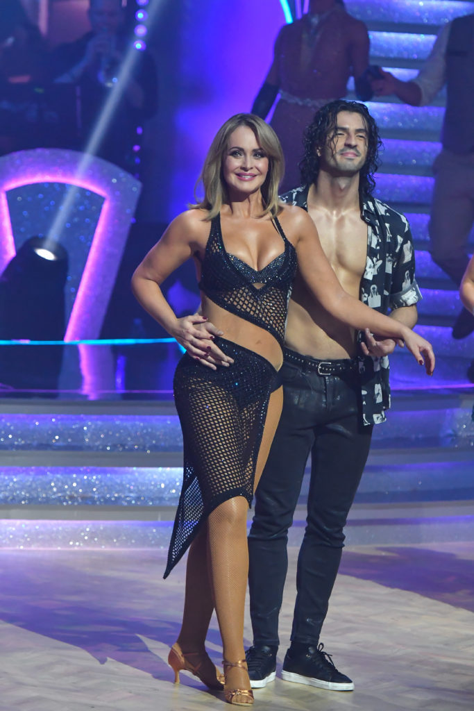Gabriela Spanic fekete ruhája nem sokat takart