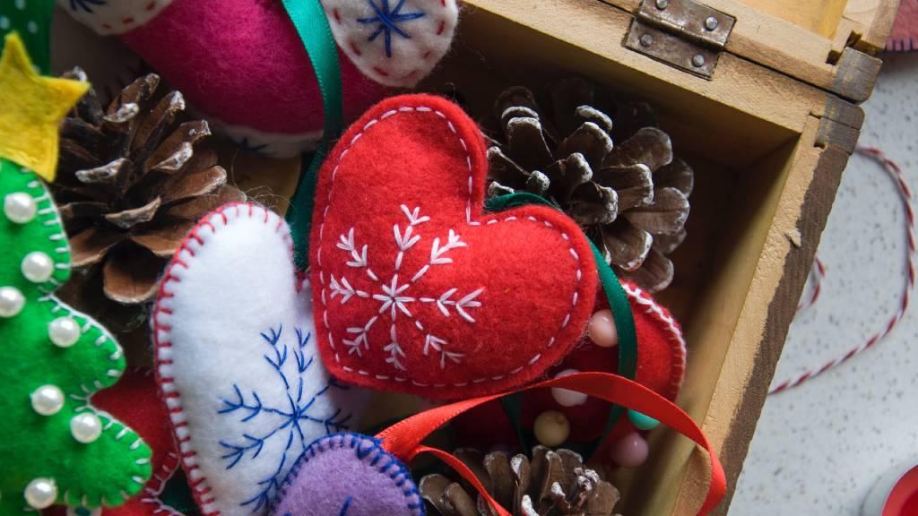 kézzel készült karácsonyí szív dísz