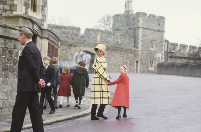 Diana hercegnő sárga-fekete kockás kabátban