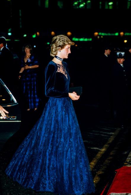 Diana téli estélyi ruhában